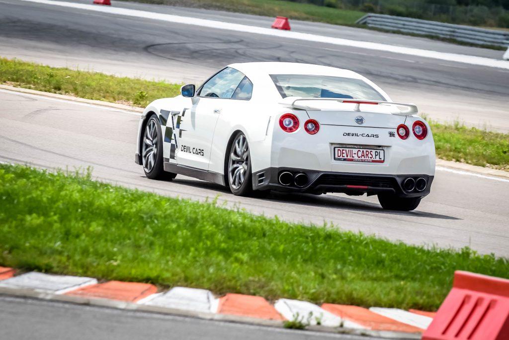 Nissan GT-R - tyłem